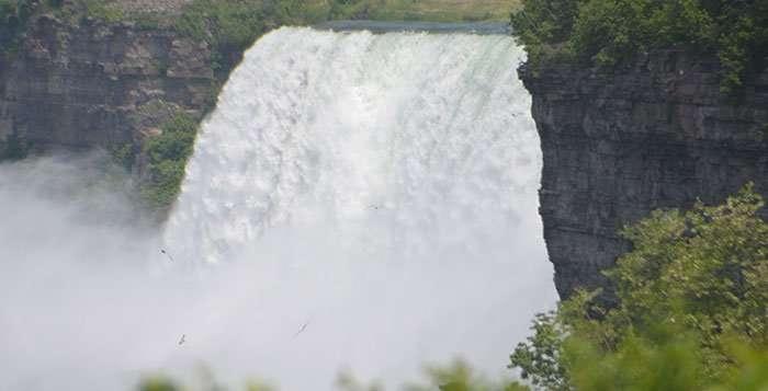 Niagra-Falls-Majestic-Gateway_head