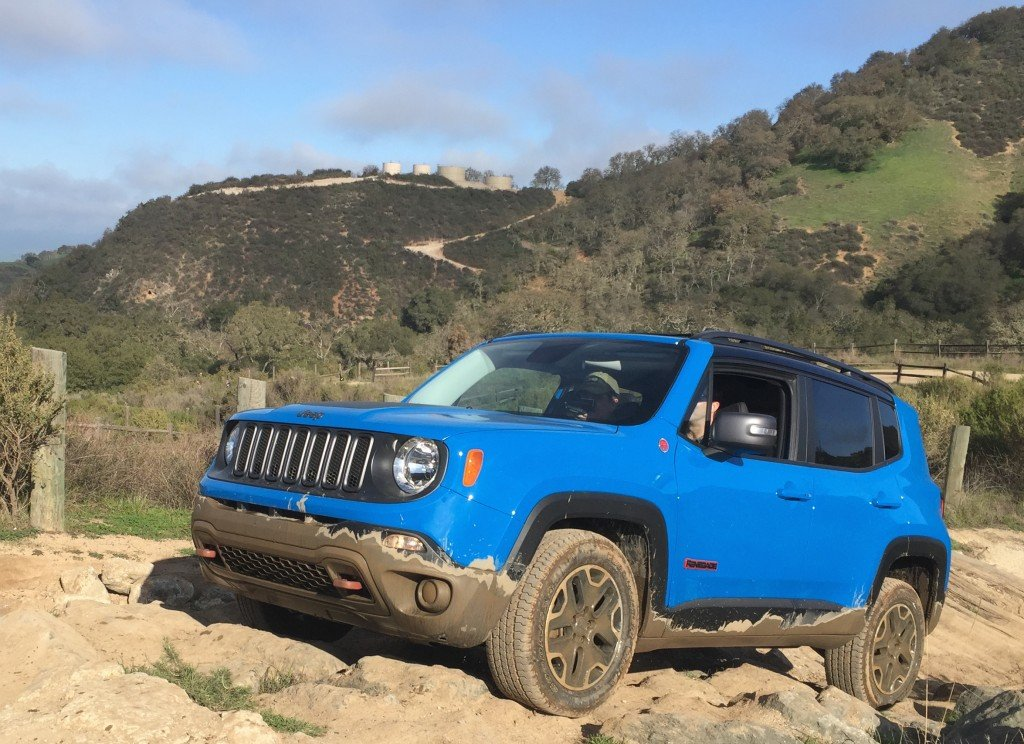 2015-Jeep-Renegade-offroading