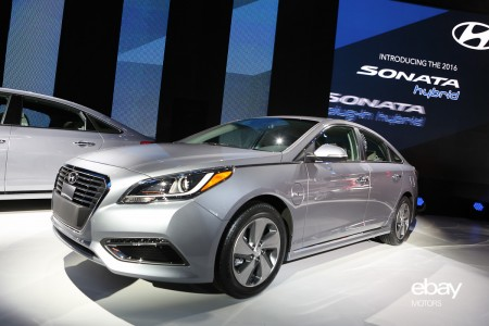 Hyundai Introduces New Sonata Hybrid, and Plug-in Version
