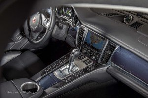 2015_Porsche_Panamera_S_E-Hybrid...19