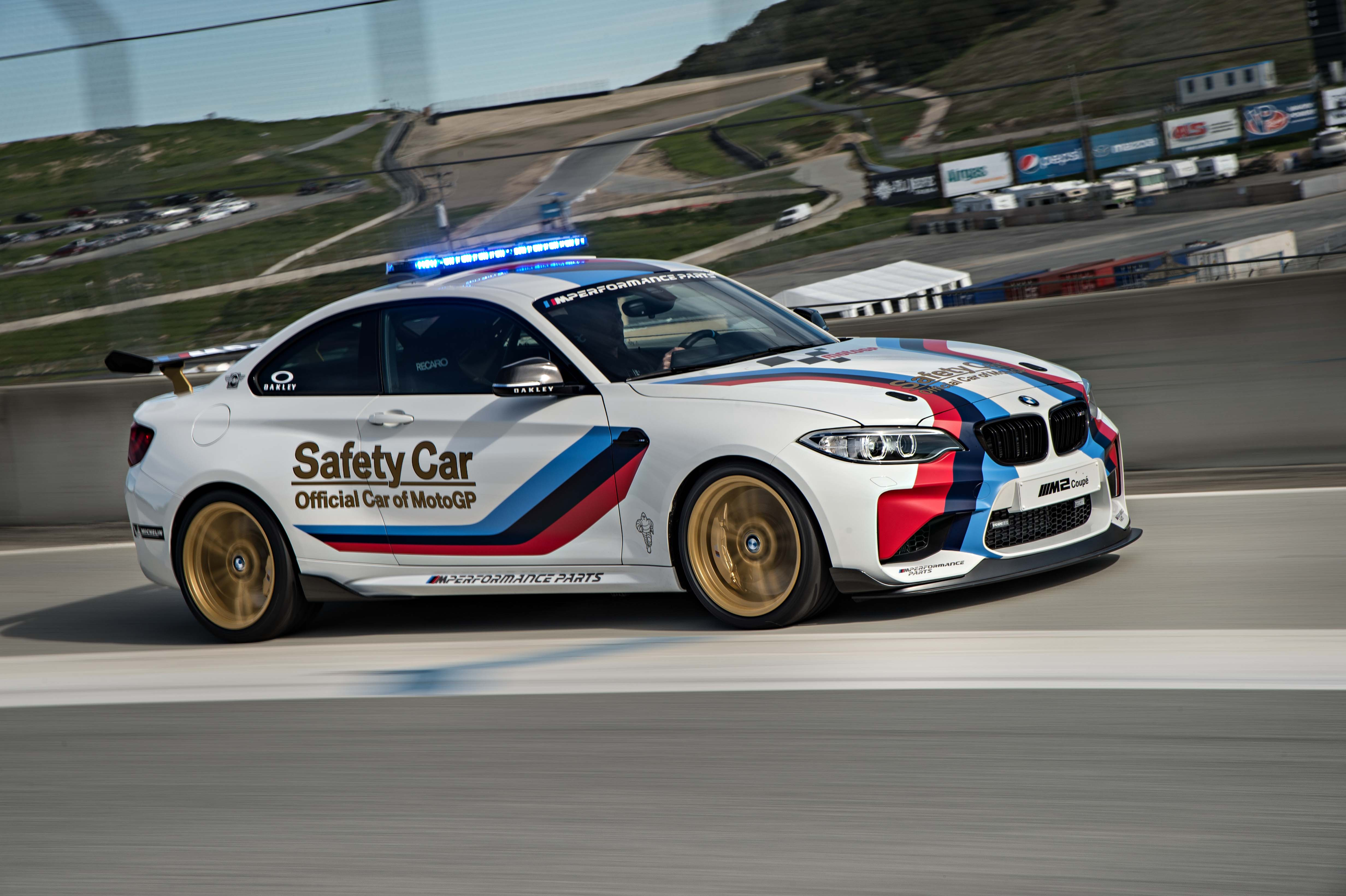 2016_BMW_M2_Coupe....32