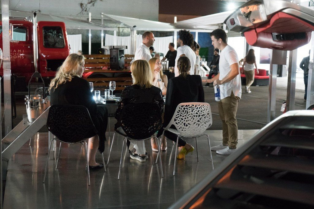 Miami_Supercar_Rooms_dining [9]