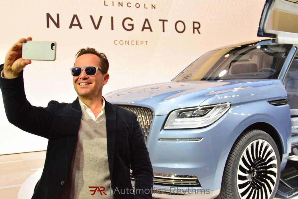 2016 New York Auto Show Lincoln Navigator Concept Gullwing Doors (2)