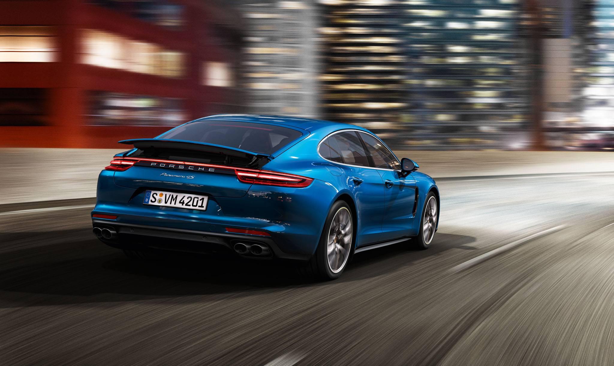 2017_Porsche_Panamera_Motion